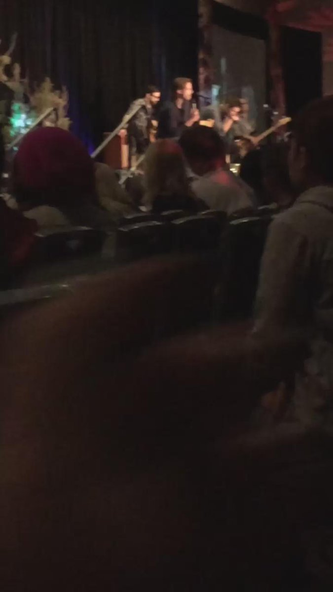 """BABANAA! They know eachother """"thoroughly"""" *crowd giggles* #Vancon j2 http://t.co/DaH5LZrXGu"""
