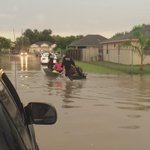People being evacuated from their homes in Brownsville. Water is almost 3 feet deep. @kgbt http://t.co/9AdmbQuVyS