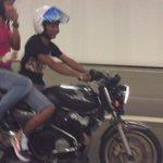 sendiri bawak motor macam orang gila, tapi bila part tumpang orang terus jadi .... Meowww.. http://t.co/VGX10ddrVZ
