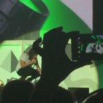 VIDEO || Harry with a rainbow flag last night in Buffalo! ???? http://t.co/F7VgdUyo8z