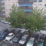 Así descarga la tormenta en #Alcorcón. Granizada en toda regla. Vídeo vía @AlcorconDiario http://t.co/gyDyQnXTLF