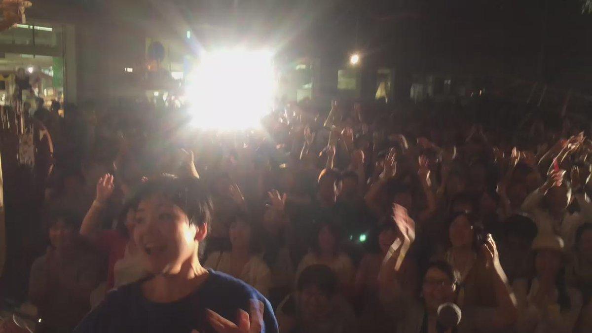 港町ポリフォニーのトリ、二×三(二階堂和美と三田村管打団)最高だった!!感動が止まらない!!最後、トクマルバンドもご一緒させてもらって楽しかった。最高の動画をどうぞ! http://t.co/fPbyiNsuDI