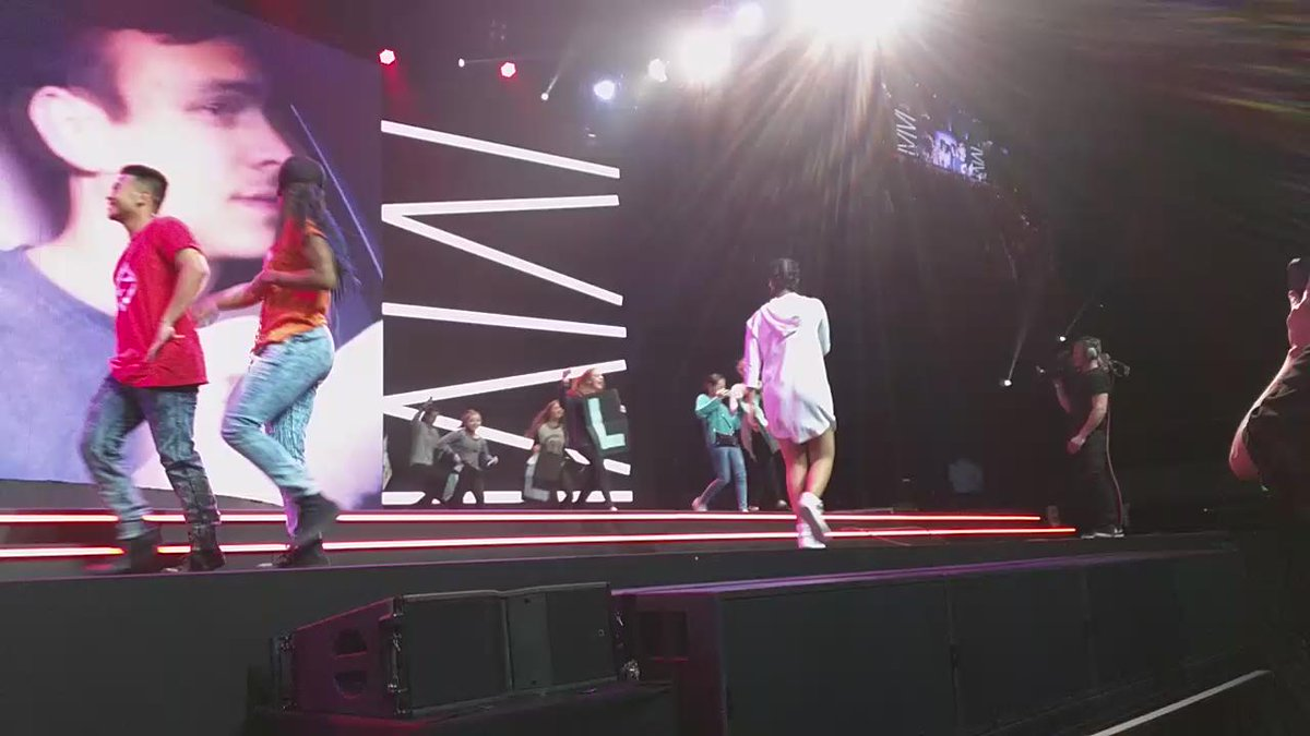 Sydney is going off with @IISuperwomanII #YTFF http://t.co/BSWsGrfVFP