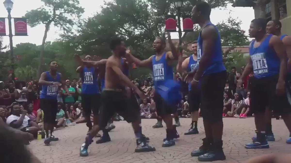 Just a lit snippet from the show yesterday we hope yall enjoyed it ! http://t.co/mvZLkrkYiO