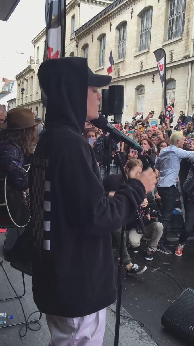 .@justinbieber chante maintenant en acoustique