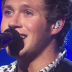 """That moment when """"YOU SING"""" becomes a part of the lyrics  #ChoiceMusicGroup is @onedirection   https://t.co/nzDQr1wyXq"""