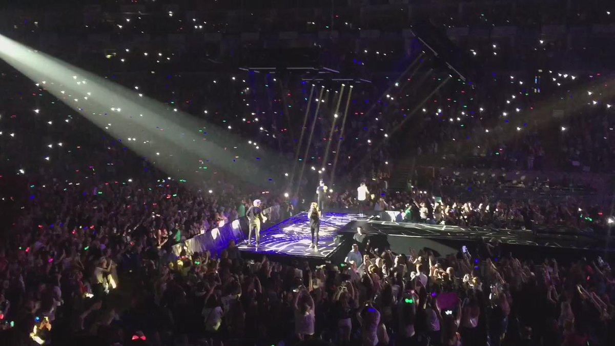 OK... So just rocked up to the @onedirection gig at the #O2 and it's unreal #somanygirls http://t.co/3Ry9BdWIg9