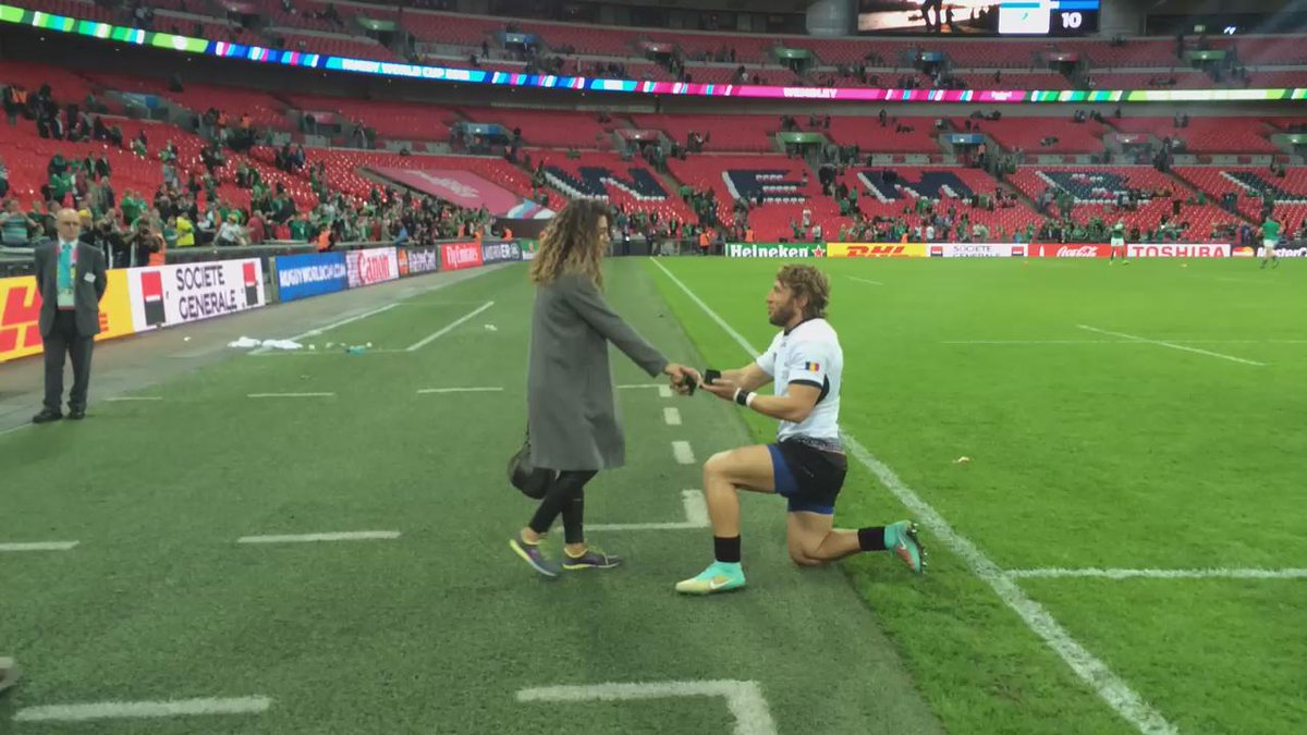 And she said YES! Congrats! #RugbyRomania #proposal http://t.co/W7DNafIWvY