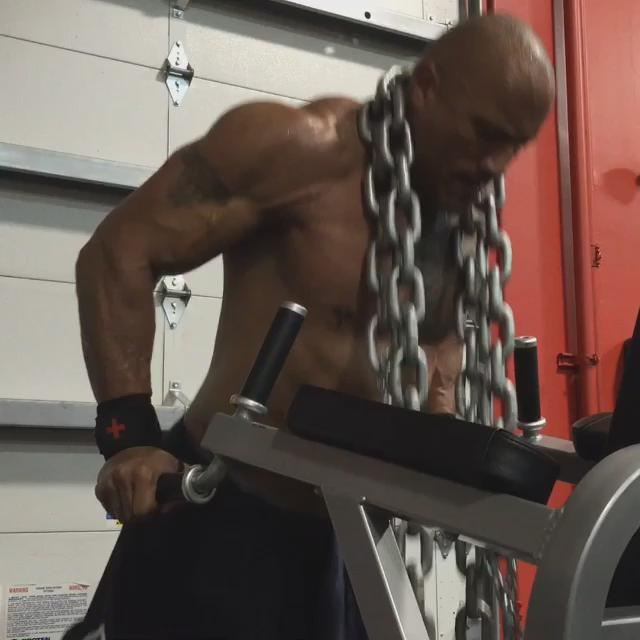RT : Move the chains. (get fake plastic chains so they look like heavy iron) #PreppingForBallers