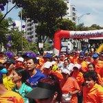 Unas 40 mil personas participan hoy del 1/4 de maratón en Bucaramanga. Así fue el arranque. http://t.co/G84jG3woDS #BLU960AM Video @CARCDMB