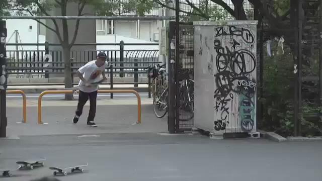 世界でもトップクラスのバネを持つ池田幸太の、およそ板4枚分はあるであろう田町のBOX驚愕全越えOllie! この映像の全容は今月発売のTrans World Skateboarding Japanの付録DVDで観ることができます http://t.co/Y7Q1TjWWLz
