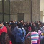 Comerciantes del Comité del Pueblo exigen trato justo. Alcaldía una vez más cierra las puertas a la gente de a pie http://t.co/eghsjIj8ui