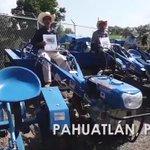 .@RafaMorenoValle impulsa el campo #poblano. En Pahuatlán, brinda apoyos a productores con mototractores #Puebla http://t.co/5y71La6v6I