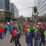 Marée humaine de bleu-rouge-vert dans les rues de Bruxelles @rtlinfo #manifestation http://t.co/Y24FeK13bO