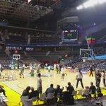 Los Celtics calentando en el Palacio. Comienza la cuenta atrás... #NBAMadrid http://t.co/s1fb7S9piu