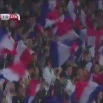 La belle combinaison entre Karim Benzema et Antoine Griezmann qui a permis à la France de mener 1-0. #FRAARM http://t.co/d1dAtq0Zvl