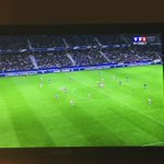 Karim Benzema soffre un doublé et permet à la France de mener 4-0. #FRAARM http://t.co/eyIa4rHV9N