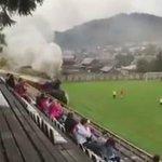 Hanya di Slovakia!! Kereta Api Lewat dalam Stadion!! 😂😂😂. KEREN!! http://t.co/iWFysZzY4i