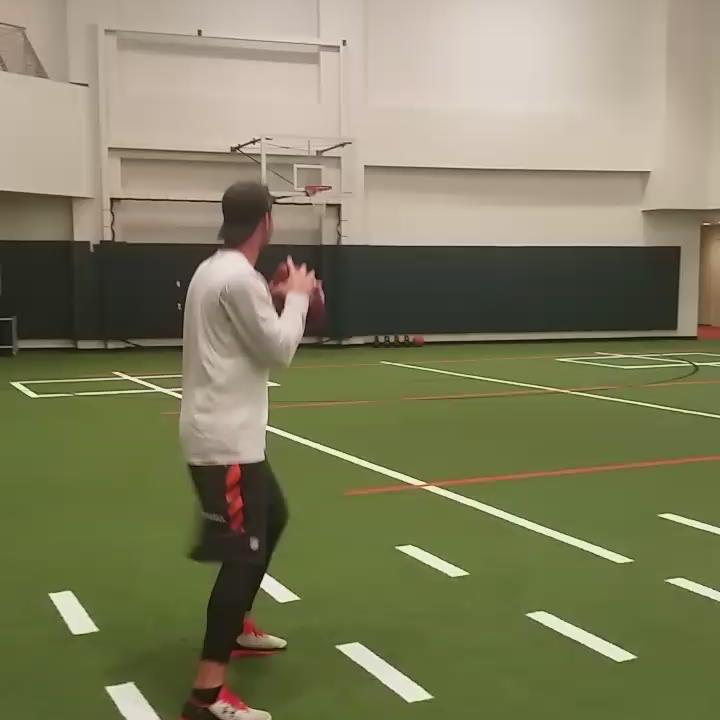 @10AJMcCarron throws an alley - oop with a football from way out... http://t.co/RaOYcMUuXp
