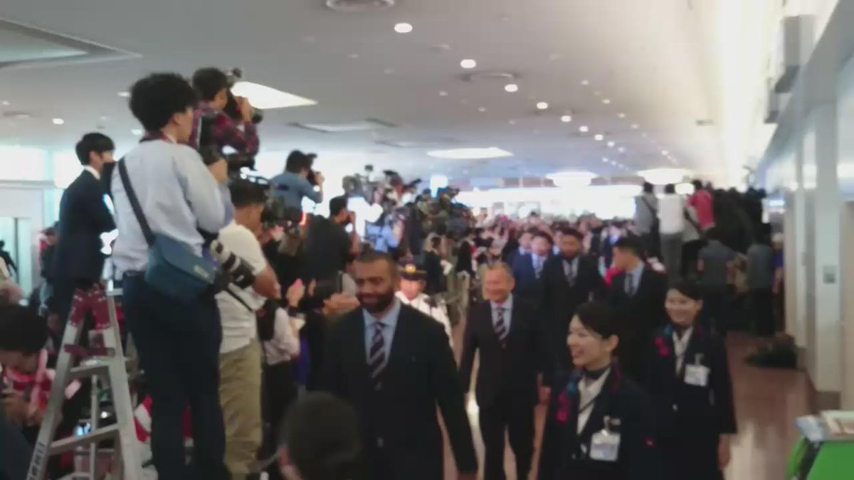 【日本代表 情報】ヒーローたちがたった今、凱旋しました!  #RWC2015 #rugbyjp #JapanWay http://t.co/FjNHJJbDCK
