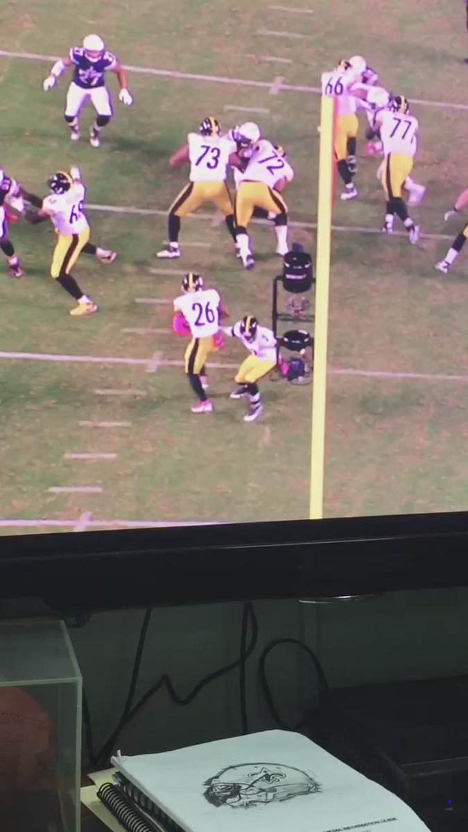 @L_Bell26 Has some crazy footwork right here! Young runners take note! @steelers http://t.co/5pFeK93mUB