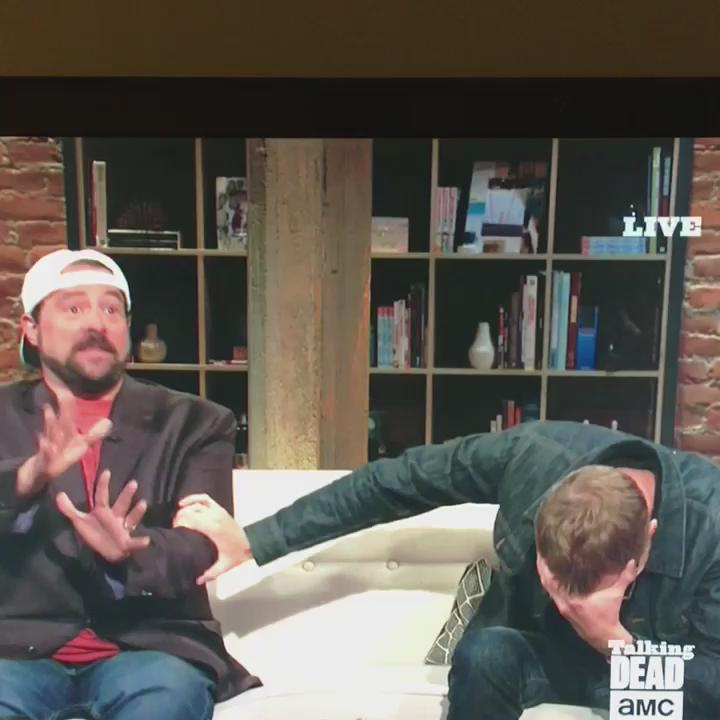 .@ThatKevinSmith just went off on #TheWalkingDead and @Paul_Bettany can't even. http://t.co/jyqBMvkFjz