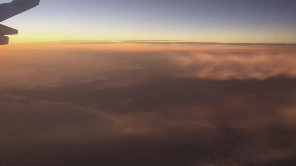 Estela de condensación de un Airbus A340. Esto te va a encantar @PikerPilot ¡nunca lo había vivido dentro del avión! https://t.co/AbvT6PbLVE