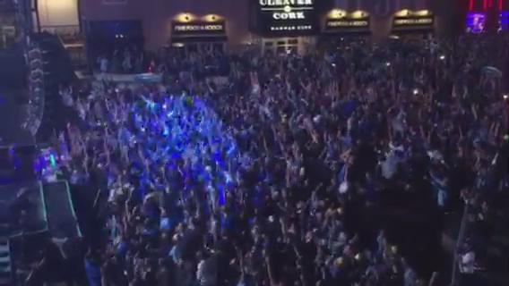 The moment in @KCPLDistrict the @royals won the ALCS #TakeTheCrown @kmbc (video @BrianKMBC ) https://t.co/CDO9fByU5W