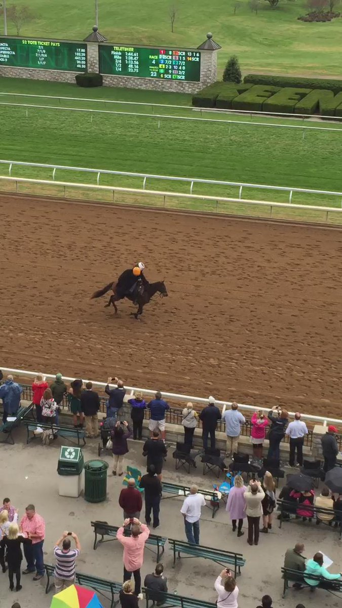 The headless horseman is on the track at #Keeneland! https://t.co/ncHJDfvP18