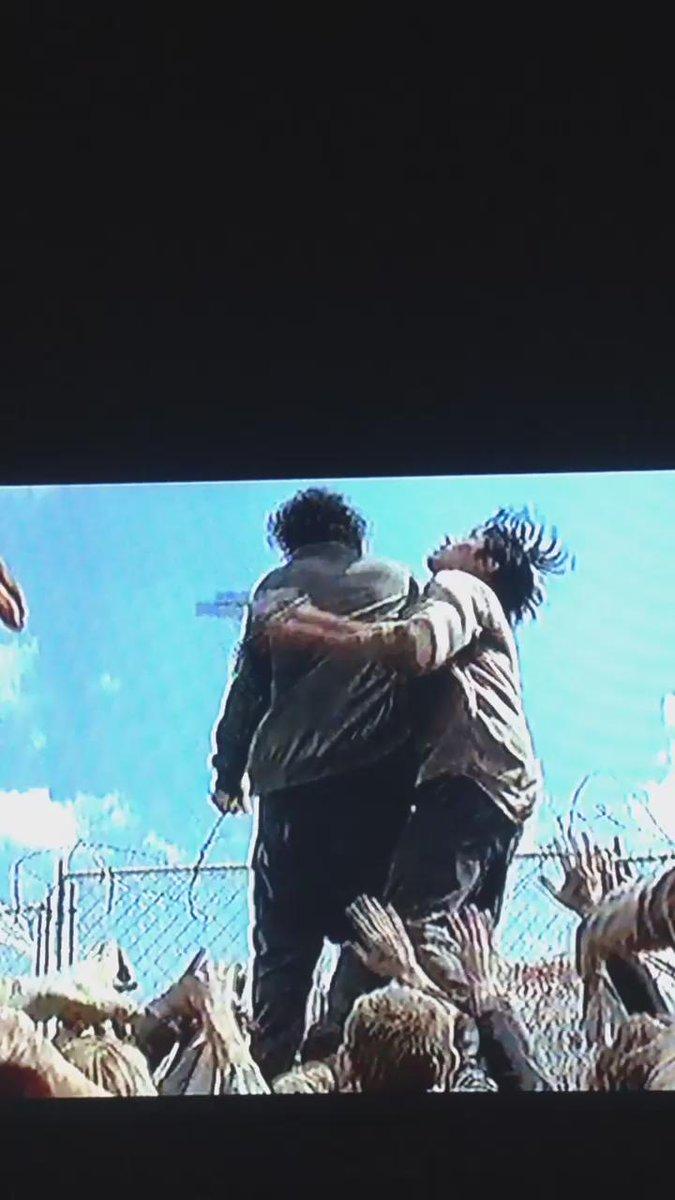 Esas son las tripas de Nicholas y no de Glenn. A lo mejor no esta muerto. https://t.co/6ZrcFLw9Gp