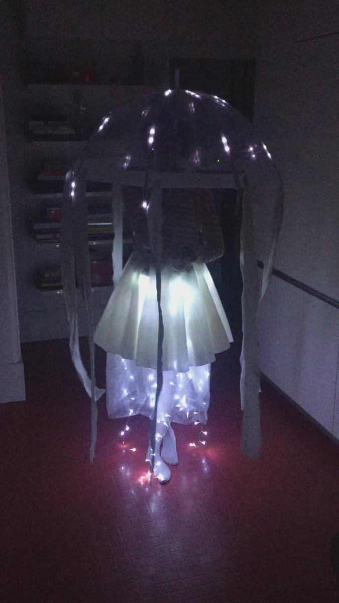 My daughter's Halloween costume, Ada the Jellyfish! Powered by @arduino @adafruit Flora. I might have helped—a bit. https://t.co/rAUgLQCPv5