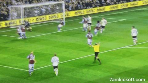 Mike Dean realises just too late that running to the corner flag to celebrate his advantage would be a dreadful move https://t.co/AMWWkibYE9