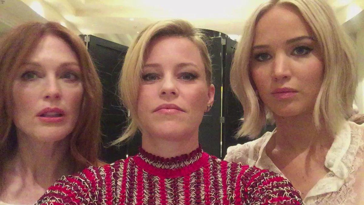 #MockingjayWorldTour @_juliannemoore #JenniferLawrence https://t.co/yE8991IIDi