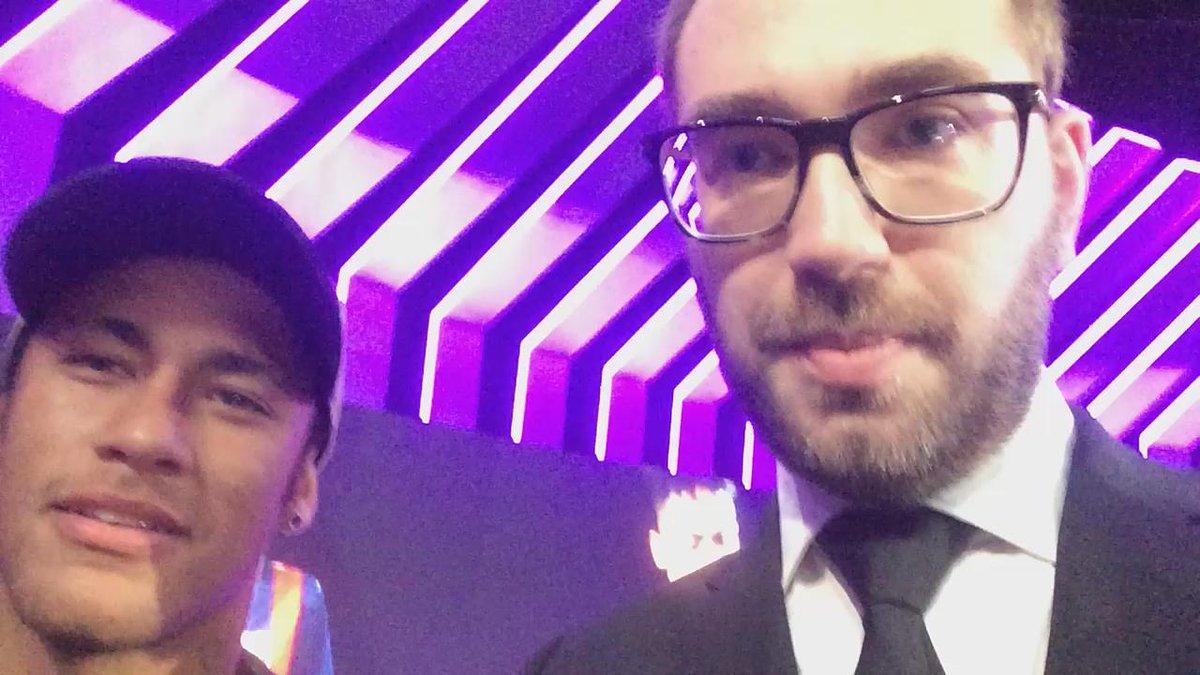 En el edificio Mediapro, con @neymarjr. Esta noche, a las 23:00, visita #beINElClub. Lo vemos en @beINSPORTSes. https://t.co/khcXvjD6Ki