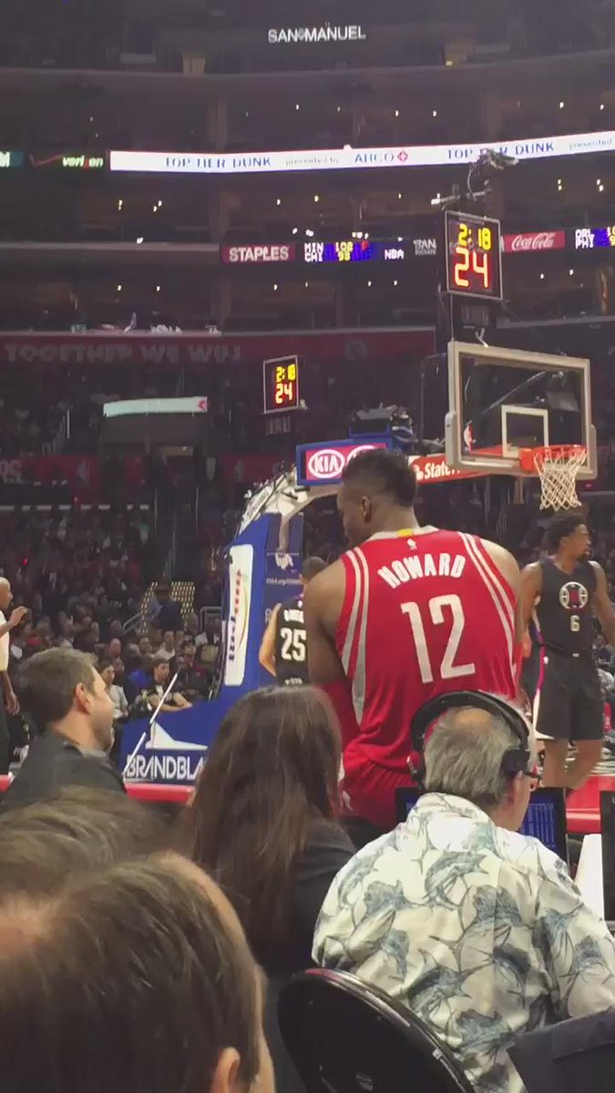 Your dad is my hero  RT @Jennnnifeeerrr: My dad courtside at the clippers game part one