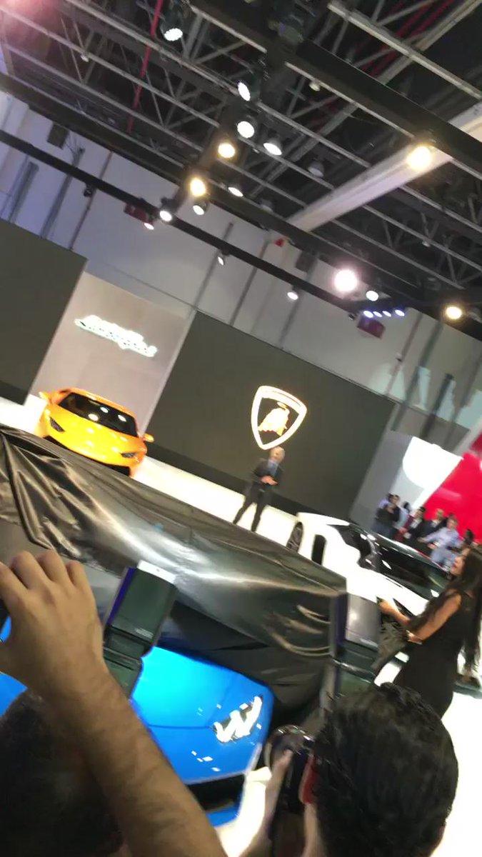 Introducing the @Lamborghini Huracan Spyder @DubaiMotorShow  #DubaiMotorShow #FeelTheRush #Lamborghini https://t.co/DIcsAypeFI