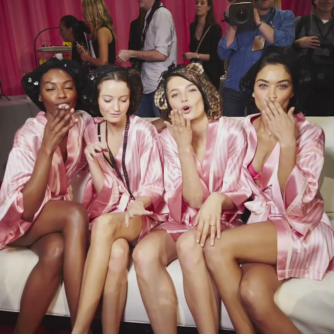 I got my chicas by my side. #VSFashionShow https://t.co/4SSgPVl0tD