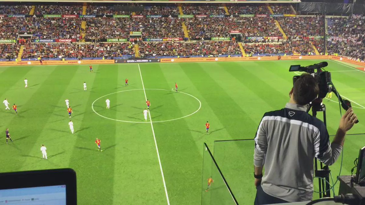 Surrealistic situation: (most of) spanish fans booing Piqué while english fans are cheering him... https://t.co/qK9hoV1qdu