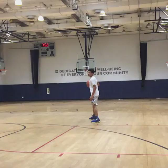 Monday morning flow with the #FirstBorn @The_ColeAnthony #EverybodyHasADream @LittleBallers @GregAnthony50 https://t.co/5f0TbGcBUU
