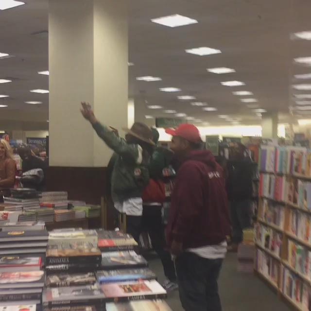 When #TylerTheCreator @fucktyler says SEAL you say SEAL! @BNBuzz @thegrovela NOW! https://t.co/lWFKMOMvOE
