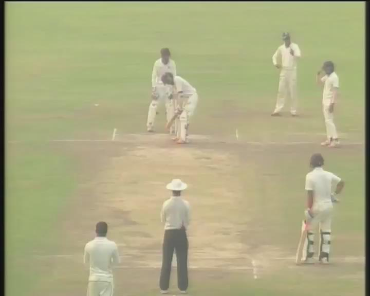 Watch Andhra keeper @KonaBharat effect an amazing stumping of Punjab's Jiwanjot Singh. @ranjiscores @BCCIdomestic https://t.co/PypDP1kAg9
