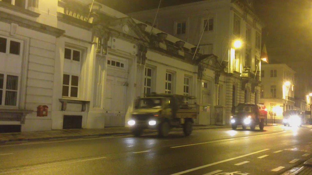 Mouvement de troupes, rue de la Loi. @CrisiscenterBE annonce la fin des opérations #BrusselsLockdown https://t.co/m1JHMbpODu