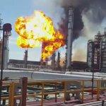 Así se observaba el fuego en el interior de la refinería Antonio Dovalí Jaime, en Salina Cruz #Oaxaca https://t.co/7O5Lfhq1fI
