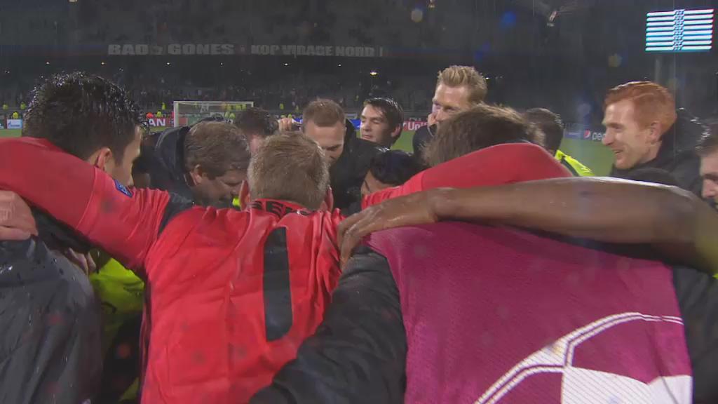 Ludieke actie van de @KAAGent-spelers: vieren voor een lege tribune :) #olygnt #UCL #2BE https://t.co/IAku4FUeAt