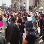 Algunos comerciantes en la zona de Obregón cubren sus rostros ante la llegada de la policía #GDL https://t.co/JUo5tGMjxo