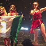 As meninas encerrando o show  #5hTakesMexico https://t.co/HSWxNED7mH