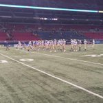 Hamilton getting warmed up for the state title game against Valle Catholic. #KQ2 https://t.co/uUyR5rZ55E