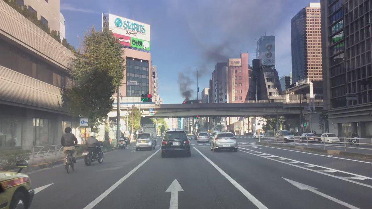 首都高芝公園で車両が燃えている。 https://t.co/ray91WueKR