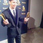 Leo Messi con sus dos trofeos. Mejor delantero y mejor jugador de la Liga BBVA 2014-15 https://t.co/BGmq8Iz2hw