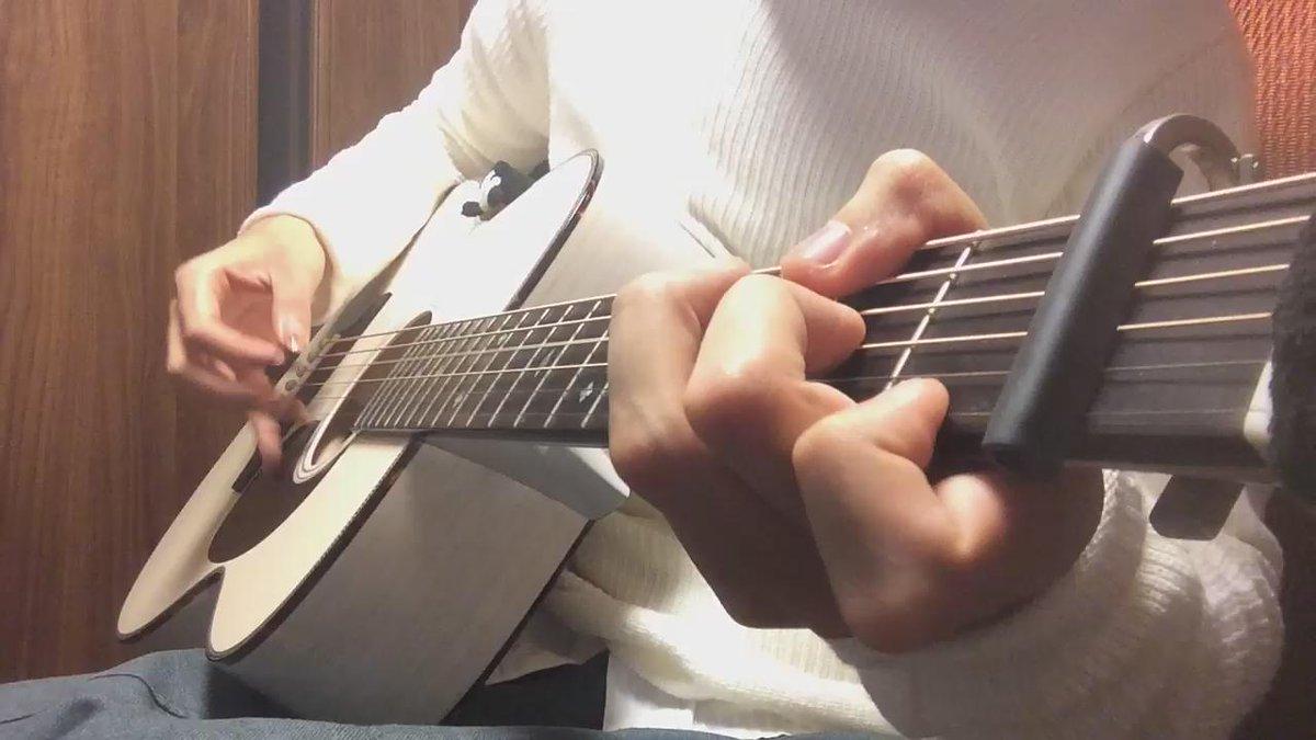 アッシュ素材の珍しいギターでアイネクライネ弾いてみました https://t.co/gPHfjp1kwz
